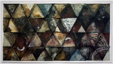 TRIANGULOS V (intervención), Piezografía, serigrafía, lápices de color y recorte s/papel, 133 x 210 cm.