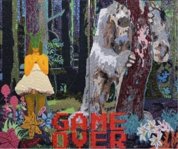 GAME OVER/VENADA, Etiquetas textiles y acrílico de color / Fomular, 210 x 360 cm, 2016.