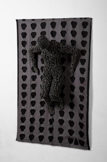 ESPACIO FRAGMENTADO, Serie: Lo que los ojos no alcanzan a ver, Manta e hilo, 163 x 103 x 35 cm, 2010 - 2011.