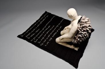 DIALOGO EN SILENCIO, Serie: Lo que los ojos no alcanzan a ver  Manta e hilo, 67 x 91 x 109 cm, 2010 - 2011.