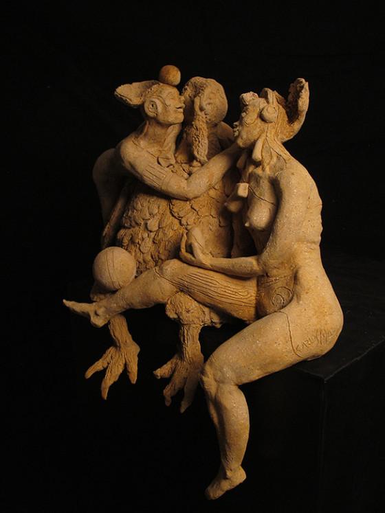 LA MÁS SINCERA DE LAS MIRADAS. Escultura en cerámica con óxidos, 39 x 38 x 30 cm.