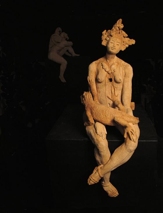 OTRO LADO DEL TÚNEL. Escultura en cerámica con óxidos, 60 x 22 x 26 cm.